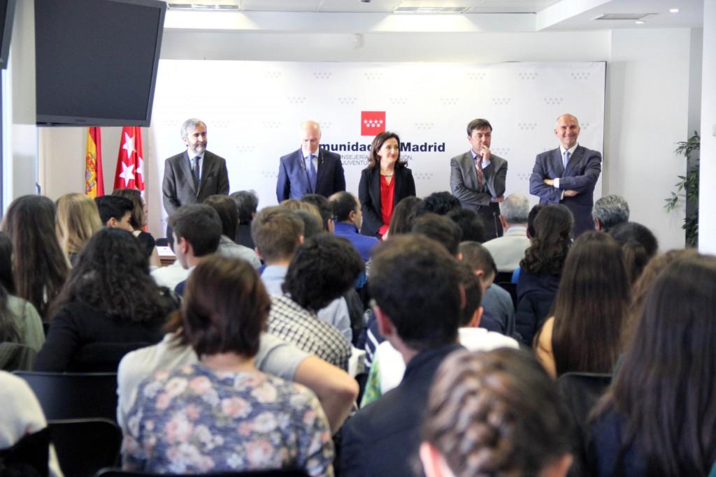 La viceconsejera de Educación no universitaria, Juventud y Deporte, Carmen González acudió a felicitar a las y los cibermentores