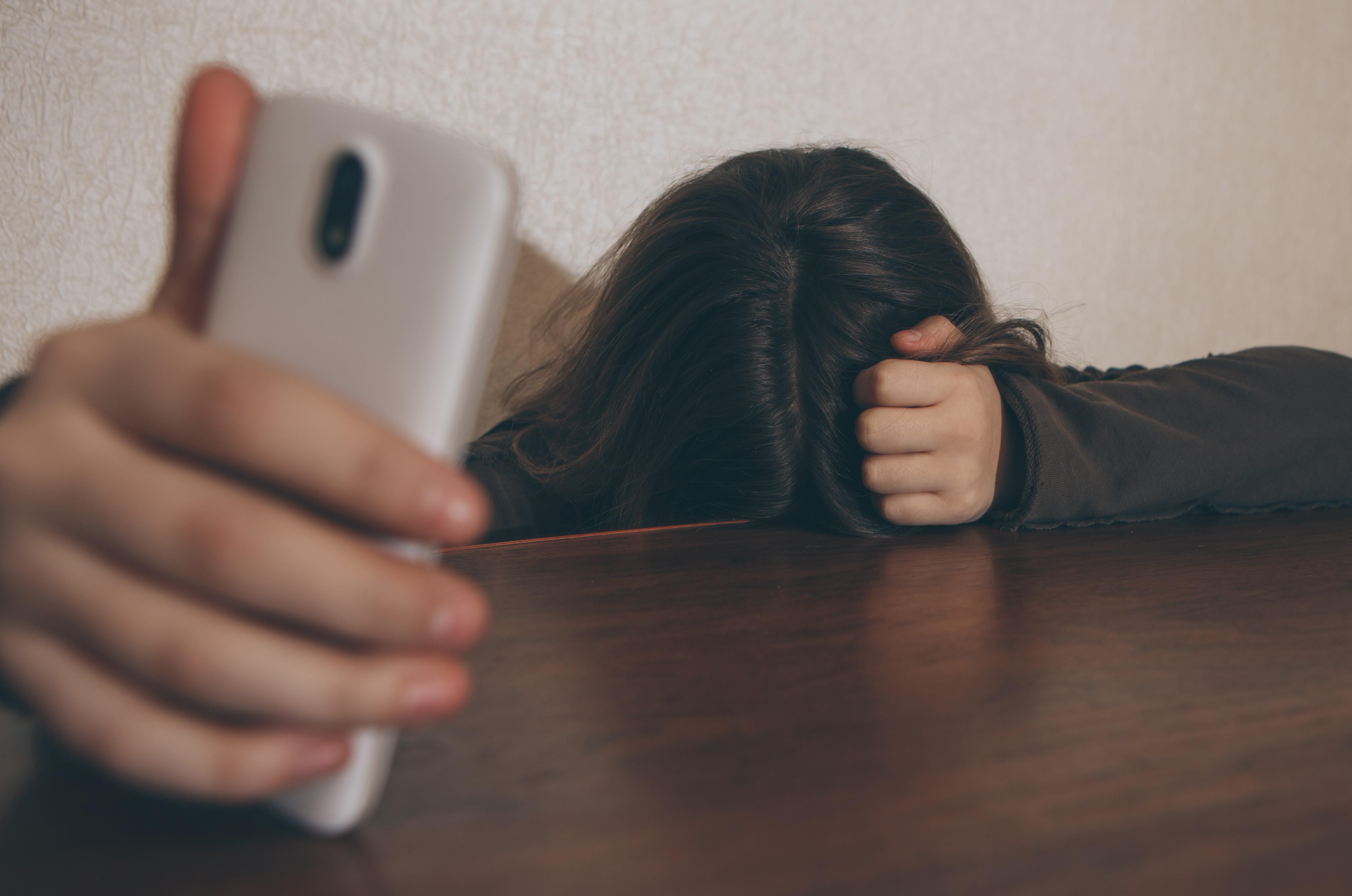 niña-acoso-redes-sociales-ciberbullying